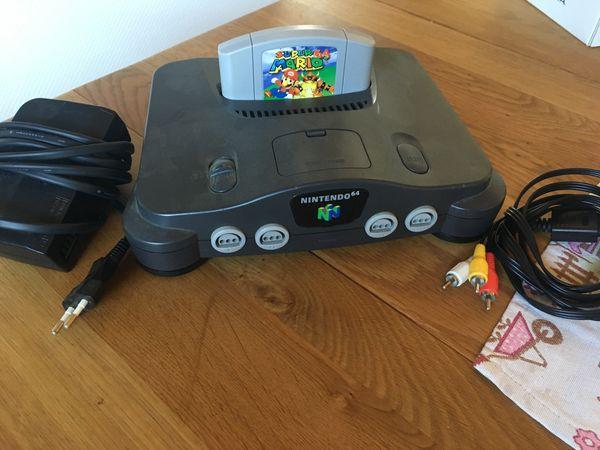 Konsole N64 mit dem Spiel
