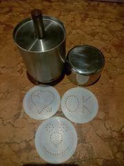 3 Cappuccino Schablonen und Edelstahlbehälter