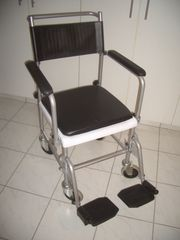 Toiletten-Rollstuhl unbenutzt - unverzichtbar bei Krankheit