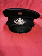 Feuerwehr und Polizeikappe