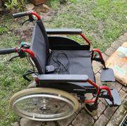 Faltrollstuhl mit elektr Ortopedia Schiebehilfe