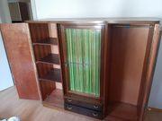 Kleiderschrank aus Holz vintage