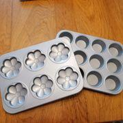 2 backformen Blumen und muffins
