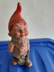 Gartenzwerg mit roter Mütze
