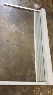Vorbaurolladen weiß mit hellgrauem Behang