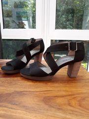 Verkaufe NEUE Sandalen von PAUL