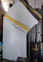 2 große Schreibtische mit Rollcontainern