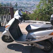 Honda Lead SCV 100 Motorroller