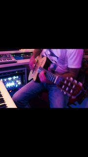 Komponist Bildvertonung Gitarrenlehrer sucht Räumlichkeit