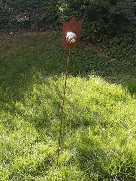 Sonstiges für den Garten, Balkon, Terrasse - Metalldekoration Tulpe mit silberner Kugel