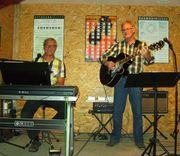 Keyboarder sucht Gitarristin mit Gesang