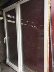Schiebe-Glastür-Baulement und 3 Fenster