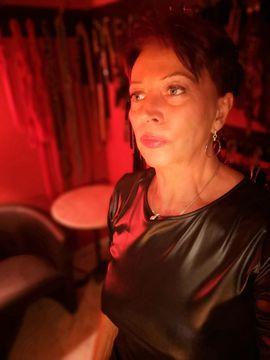 Sie sucht Ihn (Erotik) - Domina Herrin Klinikerin Lady Britt