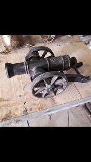 alte kanone aus Metall