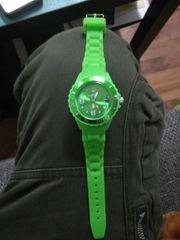 Viper Uhr hell grün