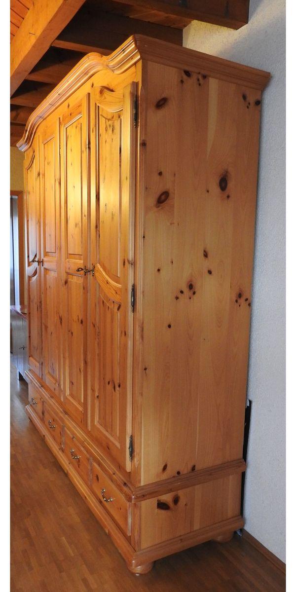 Kleiderschrank 4-türig Farbe braun Kiefer