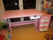 Kinderschreibtisch mit Schubladenschränkchen und Schreibtischstuhl