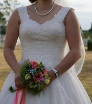 Brautkleid Neuwertig Schleier Tüll variableGröße