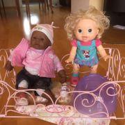 Puppen mit Puppenbett
