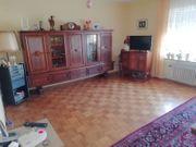 Wohnzimmer Couch Farbe terakotta Fernsehschrank