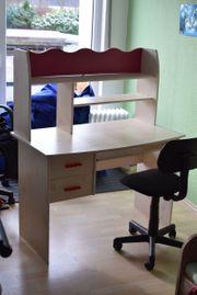 Schreibtisch für Mädchen mit Drehstuhl