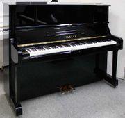 Klavier Yamaha UX1 schwarz poliert