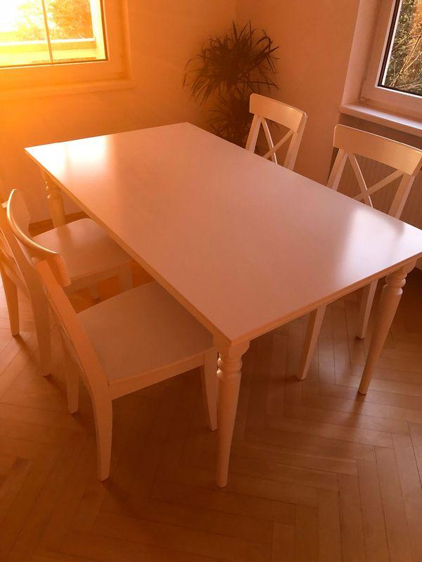 Ausziehbarer Tisch mit Zusatzplatte inkl