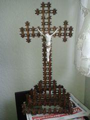 Kruzifix mit Holzgestell