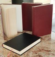 Innen und außen unbedruckte Bücher