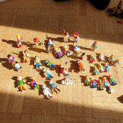 Verschiedene Playmobil Figuren und Bauernhof -