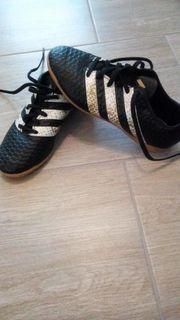 Adidas Hallensportschuhe Jungen sehr guter