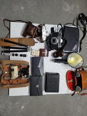 Alte Fotoausrüstung mit Zubehör plus