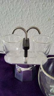Espressokocher mit 2 Espressotassen und