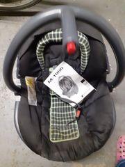 Babyschale Auto
