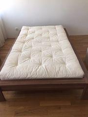 Bett mit neuer hochwertiger Futon