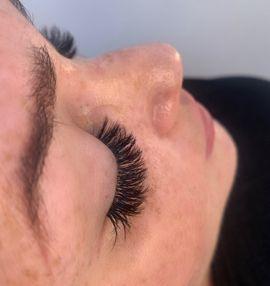 Kosmetik und Schönheit - Wimpernverlängerung