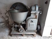 Historische Teigmaschine von Robert Köhler
