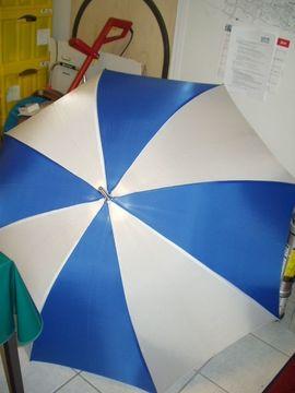 Regenschirm neu sehr gross mit Beleuchtung Farbe blau-Weiss.Automatik