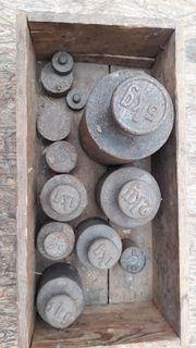 17 alte Kopfgewichte aus Eisen