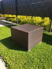 Würfel Gartentisch aus echtem Rattan