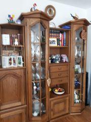 Wohnzimmerschrank bestehend aus vielen Elementen