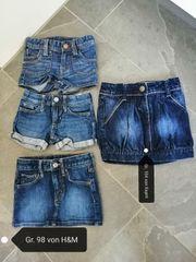Jeansshorts und Jeansrock