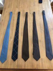Diverse Krawatten in sehr gutem