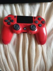 PS4 Controller in rot