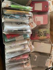 Kiste mit Handyhüllen