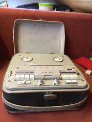 Tonbandgerät im Koffer