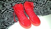 Knallig Rote Sneaker