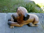 Geschnitzter Holz-Hund