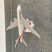 Modell-Flugzeug Emirates A380-800