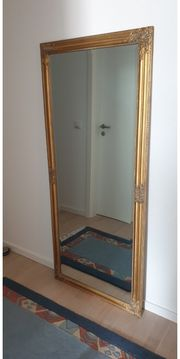 grosser Spiegel